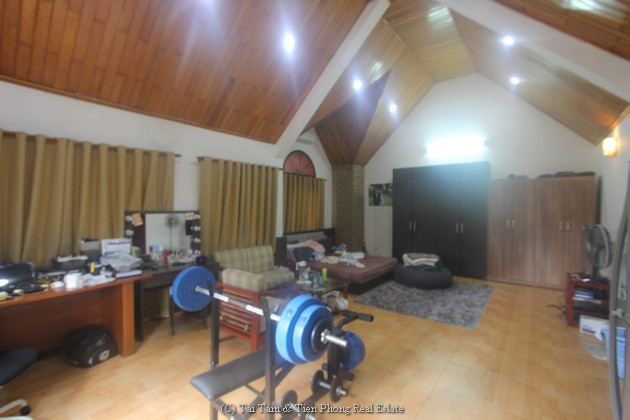House in tay ho for rent with big garage
